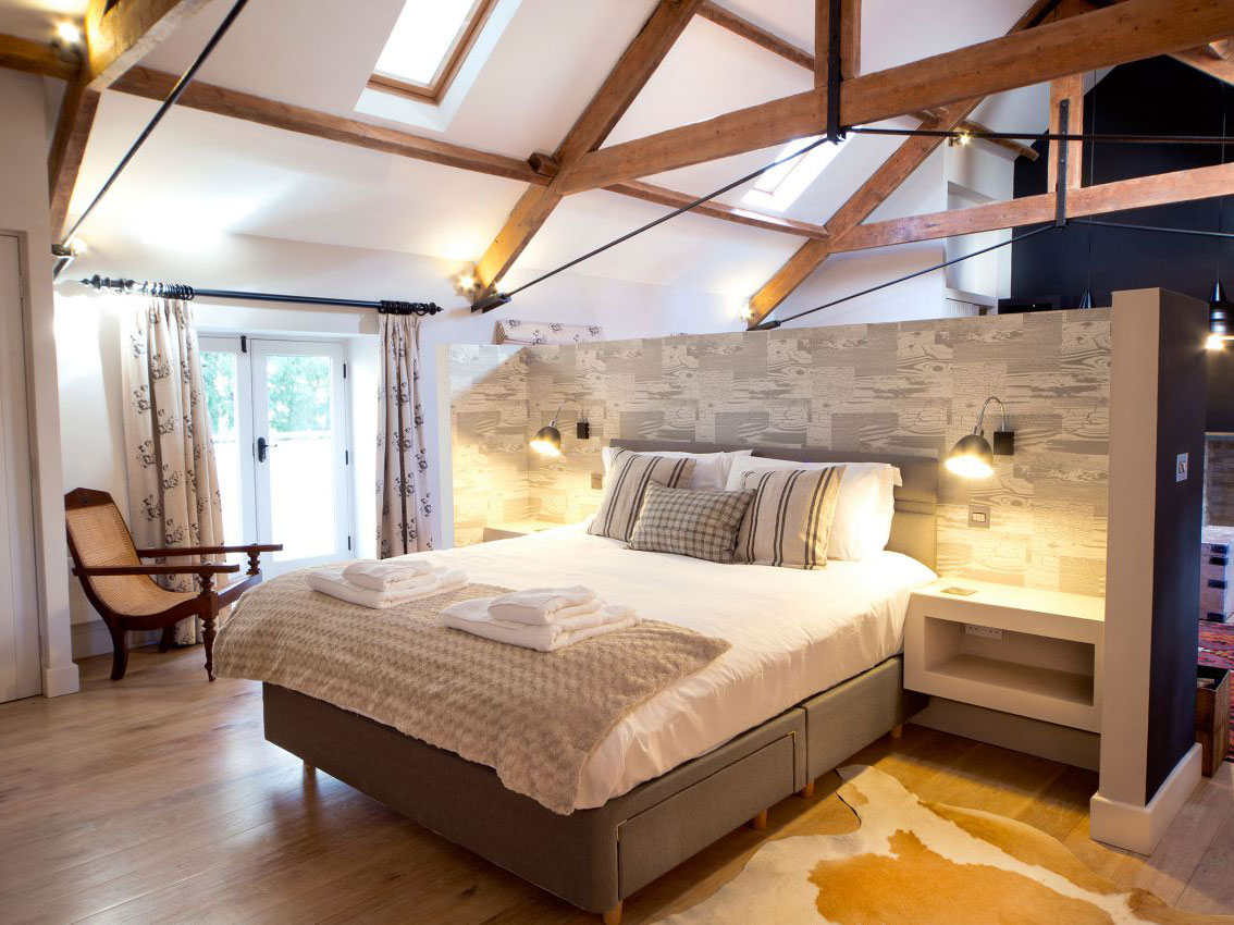 Romantic holiday cottages Yorkshire – luxurious bed